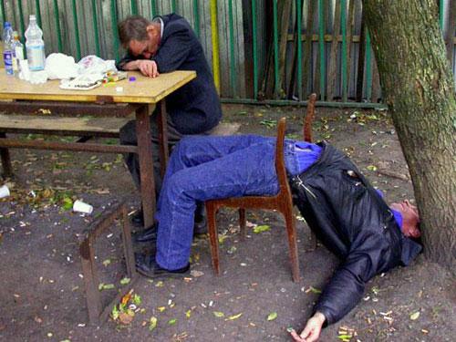 funny-sleeping-position-drunken-man