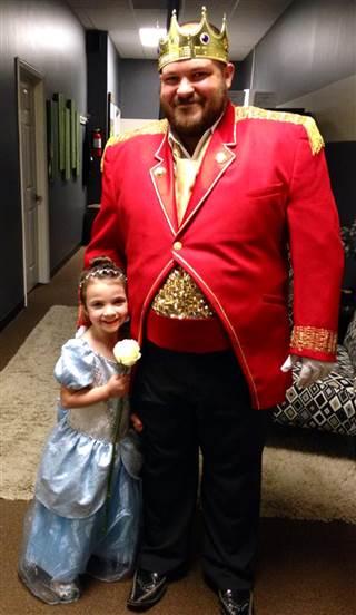 Tío-se-disfraza-de-princesa-4