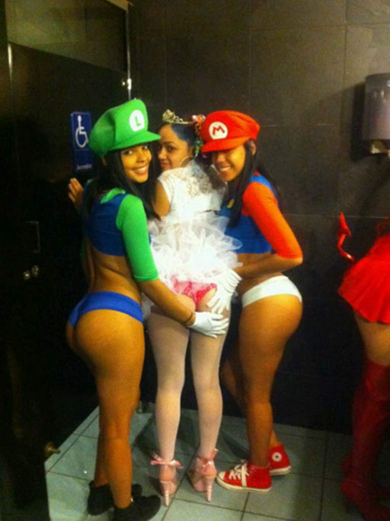 bad-sexy-halloween-costume-fail-6