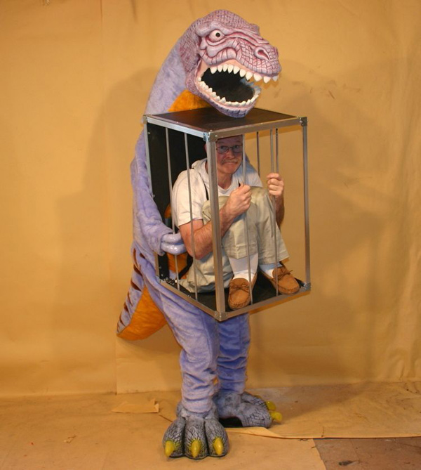 disfraces-para-halloween-graciosos-Dinosaurio-jaula