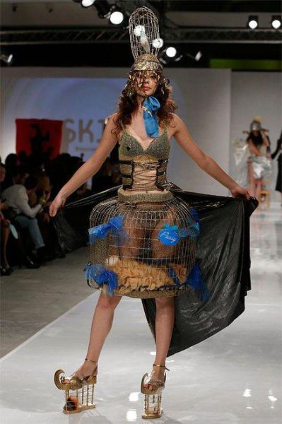 fashion_runway_clothing_that_is_weird_and_wacky_640_10