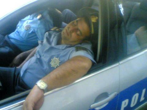 policias durmiendo