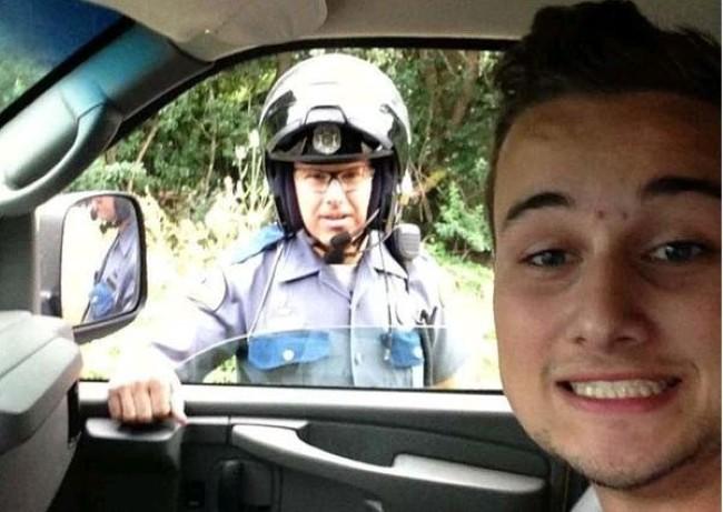 selfie-policia-4888413832